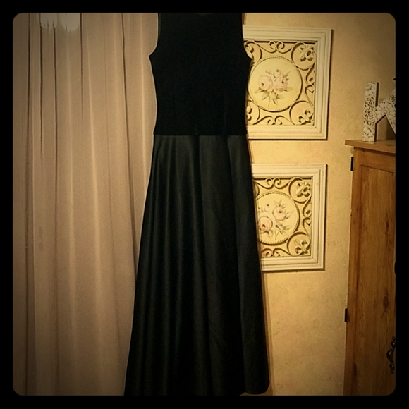 JS Collections Dresses & Skirts - Elegant Black floor length prom gown